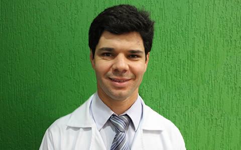 Dr. Gustavo de Castro